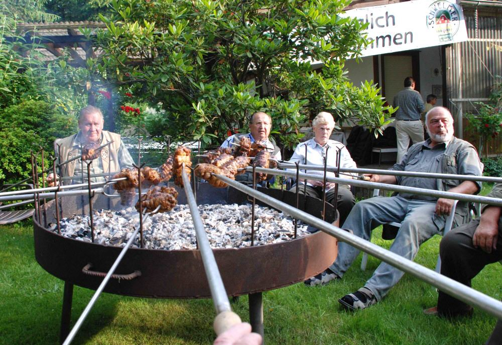 Traditionelle Geselligkeit am Grill